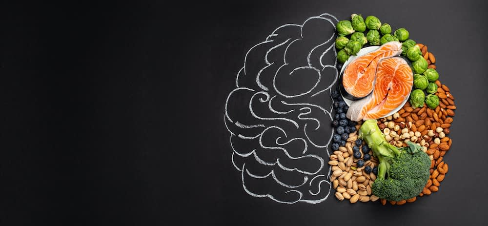 food for the MIND diet and for a healthy brain like vegetables, nuts, and fish